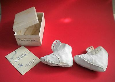 1940's ORIGINAL MRS. DAY's IDEAL BABY SHOES WHITE LEATHER & 4 BUTTONS BOX #284