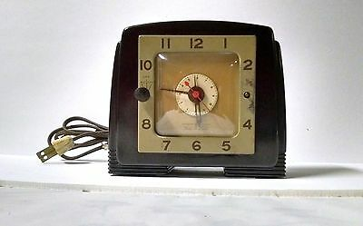 Art Deco General Electric 8H64 Bakelite Tune-A-Larm Vintage Alarm Clock. 1940s.