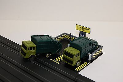 Ho Scale Slot Car Scenery / ROADCOURSE GARBAGE UNIT with DIE CAST TRUCKS & CREW