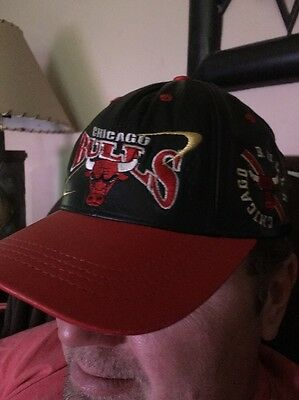 Vintage 1990 Chicago  Bulls Red And Black Leather Cap Hat