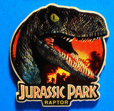 Jurassic Park Movie - Raptor - Dinosaur - Vintage 1992 Lapel Pin - ( Plastic )