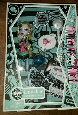 Lagoona blue monster high doll original wave 1 with pet