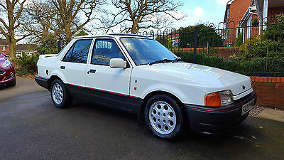 Ford Orion 1.6i Ghia - Stunning Classic Car with just 35,000 miles