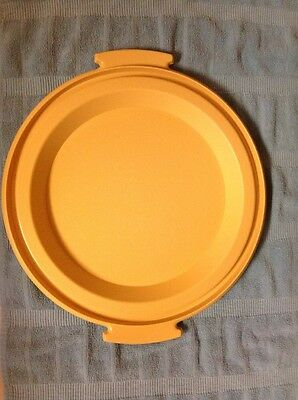 Tupperware Replacement Bottom Round Pie Taker  Harvest Gold  719-1