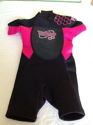 """GIRLS AGE 2-4 YEARS (chest 18-20"""")TURBO  WETSUIT BLACK AND PINK GOOD CONDITION"""
