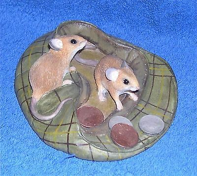 Country Artists Mouse in Cap with Coins 2004