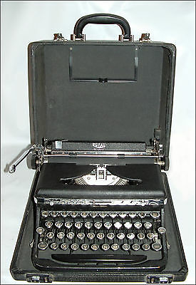 Vintage Royal Deluxe Typewriter In Carry Case ~ Nice Example