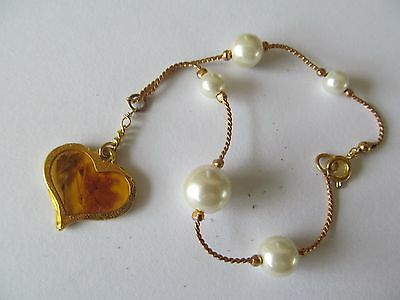 GOLD PLATED w/FIVE FAUX PEARLS w/LARGE AMBER HEART CHARM LINKED BANGLE BRACELET