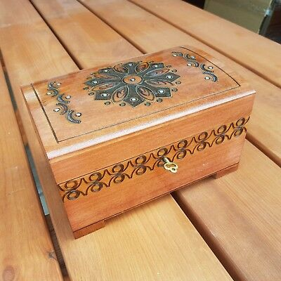 Wooden Jewellery Chest, Vintage Style Chest 20 Cm Long Lock And Key- Light Brown
