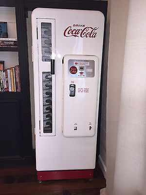 Coke/Coca-Cola Machine Cavalier Model 96 - Completely Restored
