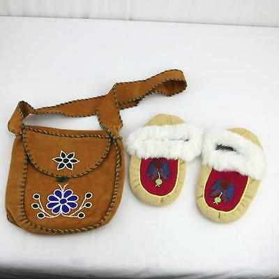 Pair Vintage Native American Made Moccasins Slippers & Purse Leather Bag Beaded