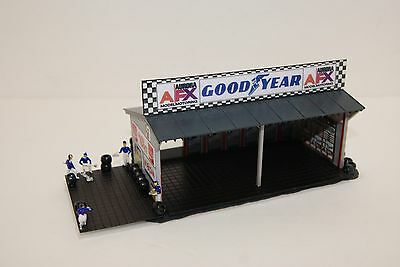 Ho Scale Slot Car Scenery , GOOD YEAR / AFX  4 BAY  PIT STOP GARAGE,CREW,LIGHTED