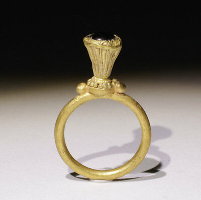 Beautiful Quality Medieval Gold Ring - Circa 14Th Century Ad