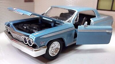 Chevrolet Impala SS 396 1962 1:24 Scale New Ray Diecast Blue Model Car 71843