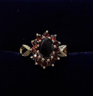 Vintage c.1980 Garnet Cluster Ring in 9ct Yellow Gold - Small Size K