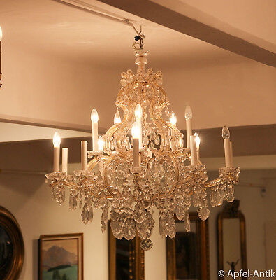 Imposanter Kristall Luster - Imposant Crystal Chandelier