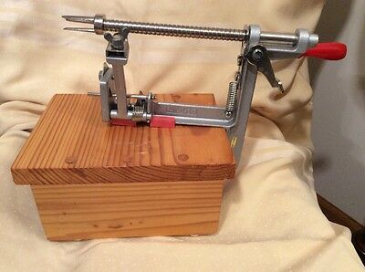 Pampered Chef Apple Peeler Corer With Varnished Wood Stand