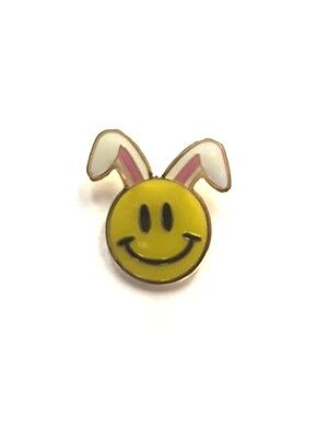 Rare Walmart Smiley Bunny Ears Easter Wal Mart Lapel Pin Pinback Brand New