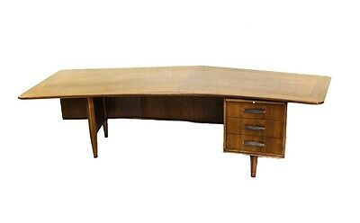Signature Line Executive Boomerang Desk by Monteverdi-Young