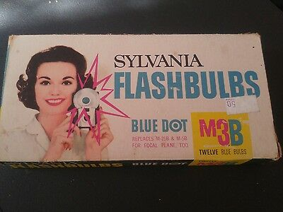 Vintage Sylvania flashbulbs, size M3B (box of 12)
