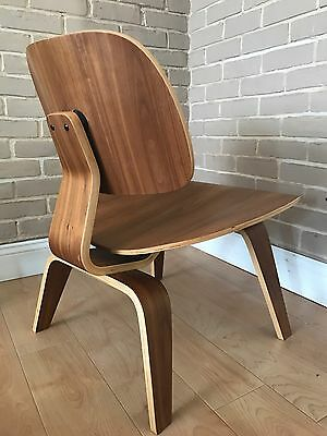 Vintage mid-century modern plywood LCW Eames Herman Miller Chip Chair