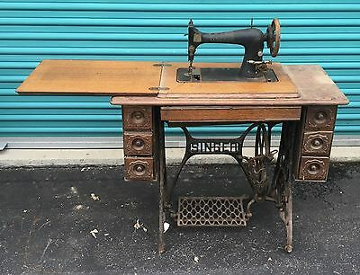 VINTAGE EARLY 1900's SINGER TREADLE SEWING MACHINE