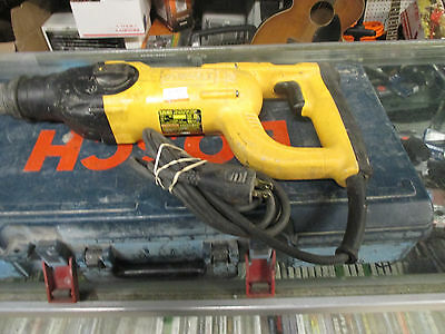 """Dewalt D25203 Corded Heavy Duty 1"""" SDS Rotary Hammer with extras"""