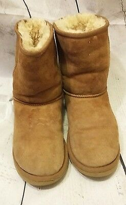 EUC Ugg Girls Brown Short Boots Size 4 Youth