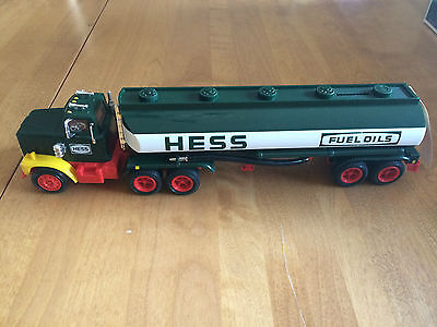 Hess 1984 -- Toy Truck Bank **mint**
