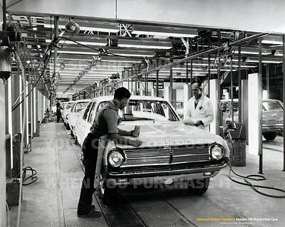 """HOLDEN HD PRODUCTION LINE 20"""" x 16"""" 51 x 41 CM POSTER PICTURE PRINT x"""