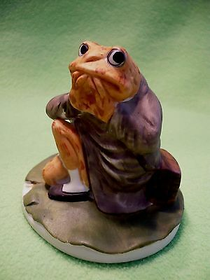 Vintage UCGC TAIWAN resting TOAD flower holder. Great coloring ! Cute face ! Exc