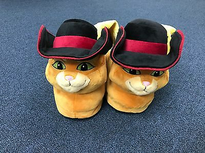 PUSS IN BOOTS MOVIE / DREAMWORKS SLIPPERS PUSS IN BOOTS  Size SMALL ** NEW**