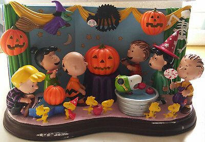 Trick or Treat, Charlie Brown! Peanuts Gang Danbury Mint Lighted Sculpture HTF