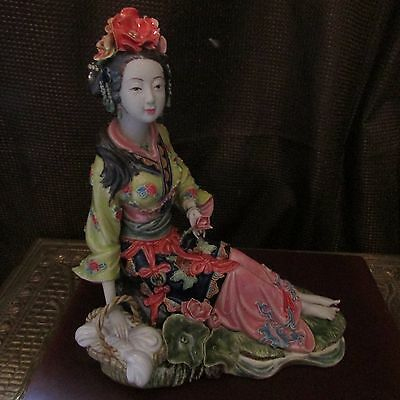 JAPANESE GEISHA STATUE - Signed by Artist - Unidentified - Exquisite - Beautiful