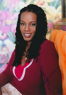 Dianne Reeves signed 8x12 inch photo autograph