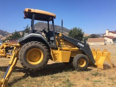 2003 710G Backhoe Extend-a-Hoe 4 x 2