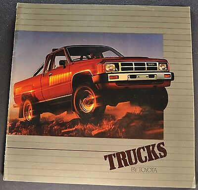 1984 Toyota Pickup Truck Catalog Brochure SR5 4x4 Excellent Original 84