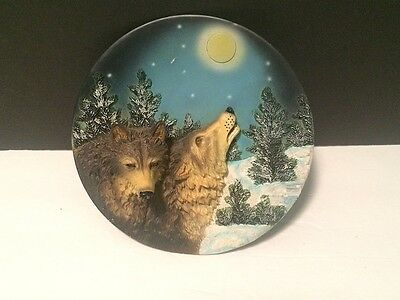 Red Howling Wolf Resin 3D Plate Wildlife Figure Interior Design Wall Hanging 7""