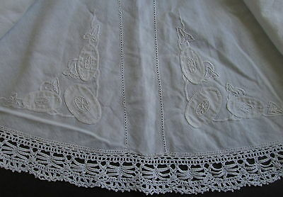 ANTIQUE VICTORIAN ROUND TABLECLOTH Embroidered Art Nouveau Flowers Lace Trim 58""