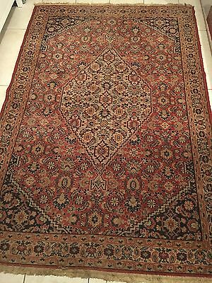 A CHARMING OLD HANDMADE CARPET (138x210 Cm)