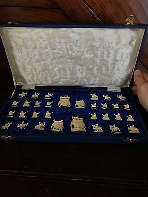 Antique chess Set 32 Pieces In game Box