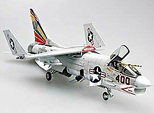 F-8E Crusader Fighter 1:32 Plastic Model Kit TRUMPETER