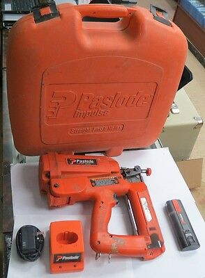 Paslode IM250 II 900600 16 Guage Cordless Straight Finish Nailer Kit w/ Case