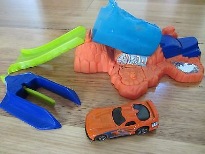 Hot Wheels Action Play Set Toy Car  Mattel 2006 Ages 4+   Free Local Pick Up