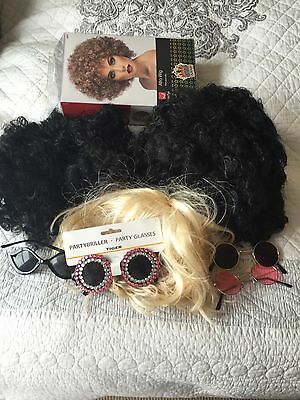 4 x Wigs and Party Glasses