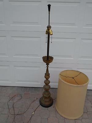 Vintage tall Hollywood Regency gold gilt metal floor lamp