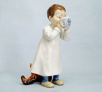 MEISSEN FIGUR  ALTES HENTSCHELKIND  Knabe Tasse trinkend  TOP!  Boy from cup