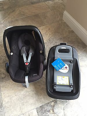 Black Maxi Cosi Pebble Car seat And Family Fix Car Base