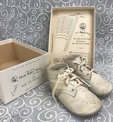 cc907ac738735 VINTAGE MRS. DAY'S IDEAL BABY SHOES White Kid Leather in Original Box 5 1/2  Med