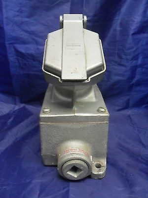 Nice Crouse Hinds Enr21201 20A 125Vac Explosion Proof Receptacle & Box